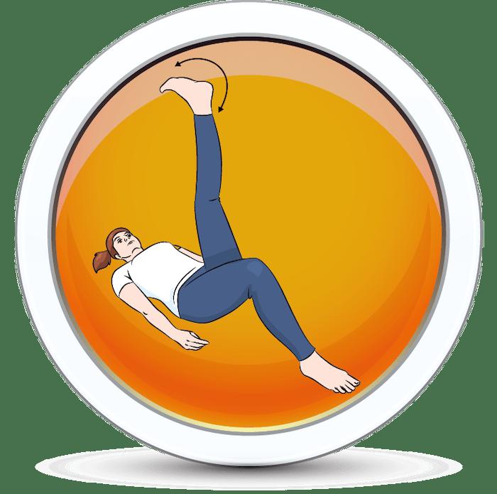 Dziewczyna wykonująca ćwiczenie mobilizacji stawów skokowych