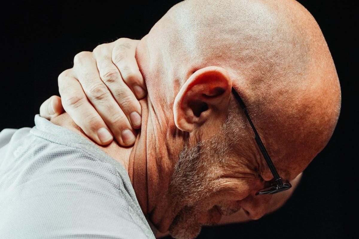Przewianie szyi – na czym polega, jak uniknąć, jak leczyć?